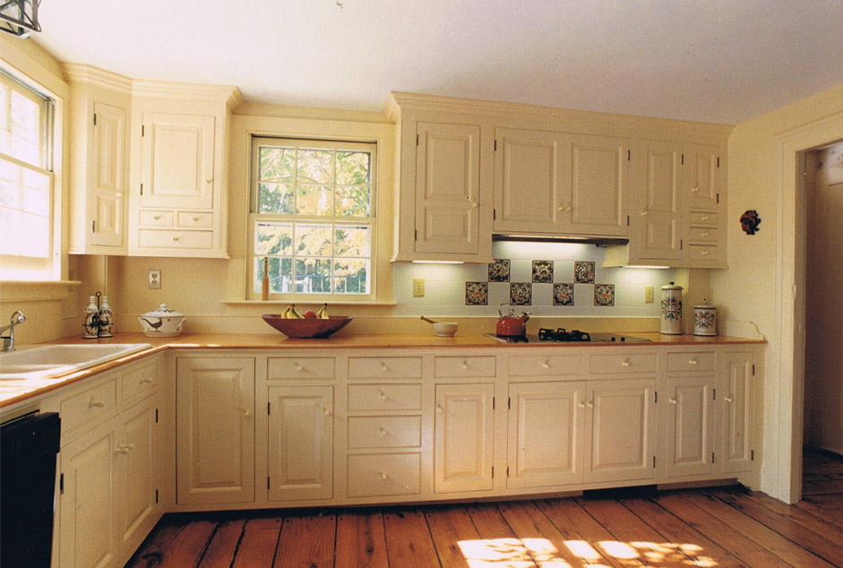 Colonial kitchens peropd authentic colonial kitchens by for Colonial reproduction homes for sale